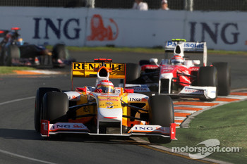 Fernando Alonso, Renault F1 Team, R29 leads Jarno Trulli, Toyota Racing, TF109
