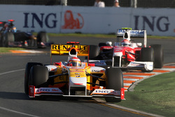 Fernando Alonso, Renault F1 Team, R29 leads Jarno Trulli, Toyota Racing, TF109