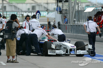 BMW Sauber mechanics