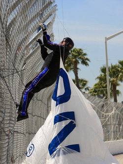 Skydiver show