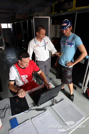 Damien Pasini JMB talks with engineers