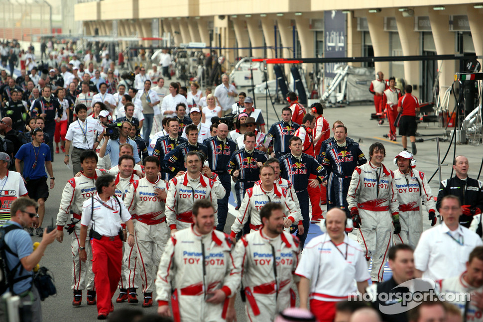 Team members run to the podium ceremony