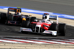 Jarno Trulli, Toyota F1 Team leads Sebastian Vettel, Red Bull Racing