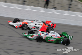 Ryan Briscoe, Penske Racing runs with Tony Kanaan, Andretti Green Racing