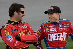 Martin Truex Jr., Earnhardt Ganassi Racing Chevrolet and Mark Martin, Hendrick Motorsports Chevrolet