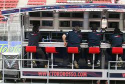 Toro Rosso pitwall