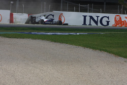 Nick Heidfeld, BMW Sauber F1 Team crashing into the barrier