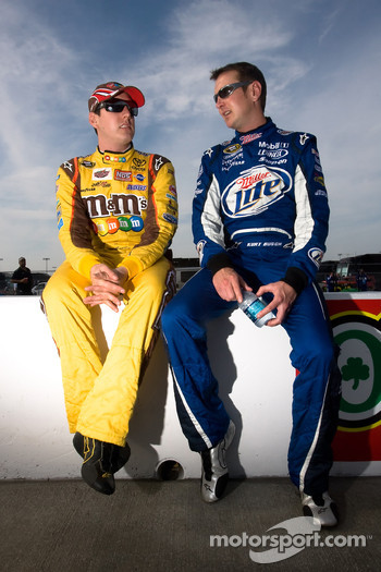 Kyle Busch, Joe Gibbs Racing Toyota and brother Kurt Busch, Penske Racing Dodge