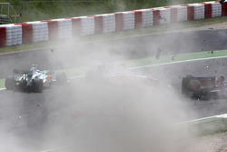 Crash, Giancarlo Fisichella, Force India F1 Team, Jarno Trulli, Toyota F1 Team