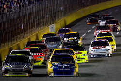 Start: Jimmie Johnson, Hendrick Motorsports Chevrolet and Kurt Busch, Penske Racing Dodge lead the field