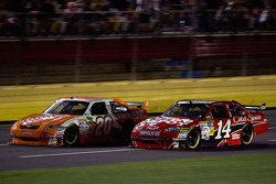 Joey Logano, Joe Gibbs Racing Toyota, Tony Stewart, Stewart-Haas Racing Chevrolet
