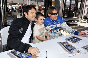 Luis Diaz, Adrian Fernandez, and a young fan