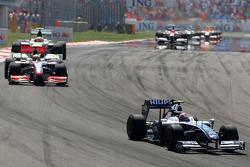 Kazuki Nakajima, Williams F1 Team leads Heikki Kovalainen, McLaren Mercedes