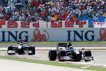 Sébastien Bourdais, Scuderia Toro Rosso leads Mark Webber, Red Bull Racing