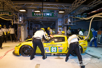 Pit stop for #63 Corvette Racing Corvette C6.R: Johnny O'Connell, Jan Magnussen, Antonio Garcia