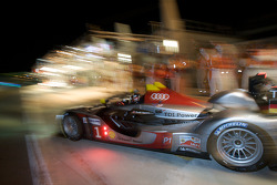 Pit stop for #1 Audi Sport Team Joest Audi R15 TDI: Allan McNish, Rinaldo Capello, Tom Kristensen