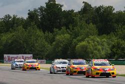 Gabriele Tarquini, Seat Sport, Seat Leon 2.0 TDI, Yvan Muller, Seat Sport, Seat Leon 2.0 TDI and Sergio Hernandez, BMW Team Italy-Spain, BMW 320si