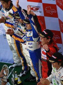 GT300 podium: class winners Hiroki Katoh and Hiroki Yoshimoto, second place Manabu Orido and Tatsuya Kataoka, third place Nobuteru Taniguchi and Ryo Orime
