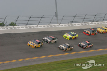 Jamie McMurray, Roush Fenway Racing Ford leads a group of cars