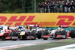 Start: Mark Webber, Red Bull Racing and Lewis Hamilton, McLaren Mercedes