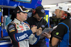 Jimmie Johnson, Hendrick Motorsports Chevrolet discusses with crew chief Chad Knaus