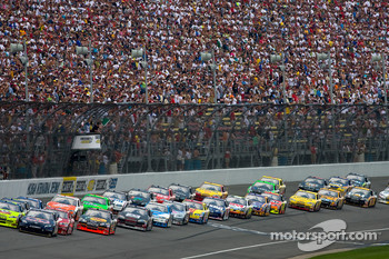 Start: Brian Vickers and Mark Martin lead the field