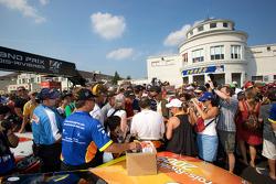Massive fan attention for Jacques Villeneuve