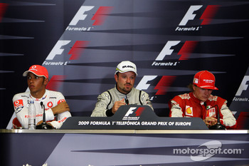 Press conference: race winner Rubens Barrichello, BrawnGP, second place Lewis Hamilton, McLaren Mercedes, third place Kimi Raikkonen, Scuderia Ferrari