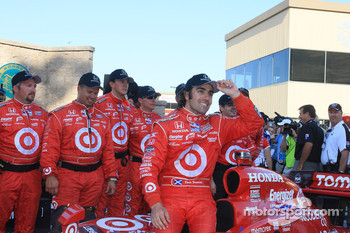 Victory lane: race winner Dario Franchitti, Target Chip Ganassi Racing