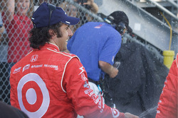 Podium: race winner Dario Franchitti, Target Chip Ganassi Racing celebrates with champagne