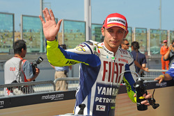 Pole winner Valentino Rossi, Fiat Yamaha Team, celebrates