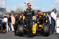 Jolyon Palmer, Renault Sport F1 Team RS16 on the starting grid