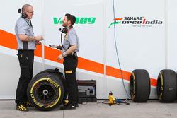 Sahara Force India F1 Team with Pirelli engineers
