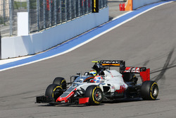 Romain Grosjean, Haas F1 Team VF-16 and Sergio Perez, Sahara Force India F1 VJM09