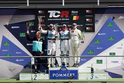 Подіум: Переможець Жан-Карл Верне, Leopard Racing, Volkswagen Golf GTI TCR; друге місце Стефано Коміні, Leopard Racing, Volkswagen Golf GTI TCR; третє місце Антті Бурі, Leopard Racing, Volkswagen Golf GTI TCR