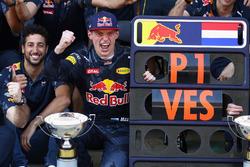 Max Verstappen, Red Bull Racing and Daniel Ricciardo, Red Bull Racing celebrate