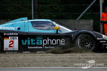 Incident at the Gilles-Villeneuve chicane: #2 Vitaphone Racing Team Maserati MC 12: Miguel Ramos, Alex Mller