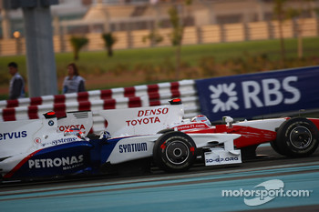 Robert Kubica, BMW Sauber F1 Team and Jarno Trulli, Toyota F1 Team