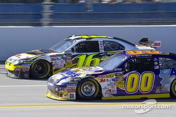 Greg Biffle, Roush Fenway Racing Ford, David Reutimann, Michael Waltrip Racing Toyota