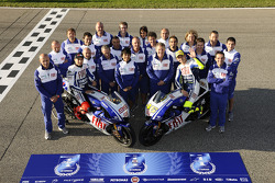 Valentino Rossi, Fiat Yamaha Team and Jorge Lorenzo, Fiat Yamaha Team pose with Fiat Yamaha Team team members