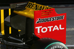 The new Renault R30 rear wing detail