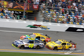 Jimmie Johnson, Hendrick Motorsports Chevrolet, Kyle Busch, Joe Gibbs Racing Toyota, Clint Bowyer, Richard Childress Racing Chevrolet