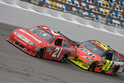 Bill Elliott, Wood Brothers Racing Ford and Jeff Gordon, Hendrick Motorsports Chevrolet