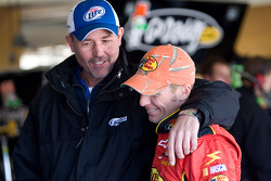 Steve Addington, crew chief for Kurt Busch, jokes around with Jamie McMurray, Earnhardt Ganassi Racing Chevrolet