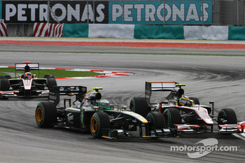 Heikki Kovalainen, Lotus F1 Team and Bruno Senna, Hispania Racing F1 Team