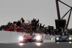 #7 Audi Sport Team Joest Audi R15 TDI : Rinaldo Capello, Allan McNish takes the checkered flag