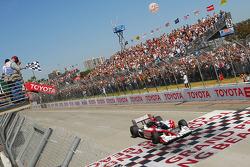 Ryan Hunter-Reay, Andretti Autosport takes the checkered flag