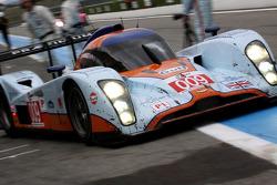 Pit stop for #009 Aston Martin Racing Lola Aston Martin: Adrian Fernandez, Harold Primat, Stefan Mücke