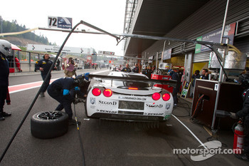 Pit stop for #72 Luc Alphand Aventures Corvette C6.R: Julien Jousse, Stephan Gregoire, David Hart