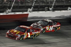 Jamie McMurray, Earnhardt Ganassi Racing Chevrolet and Tony Stewart, Stewart-Haas Racing Chevrolet